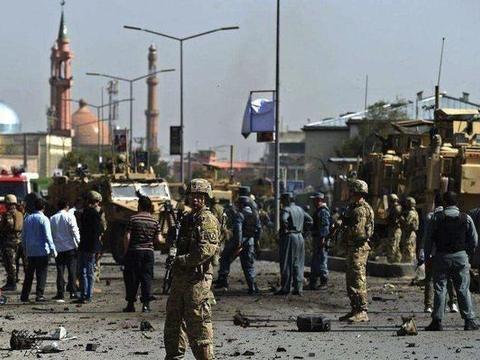 انهدام دو خودروی بمب گذاری شده در جنوب افغانستان
