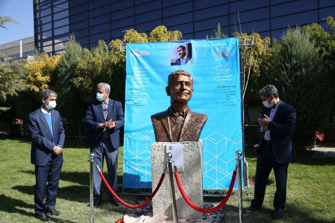خبرنگاران سردیس 5 دانشمند جهان اسلام در بوستان دانشمندان نصب شد