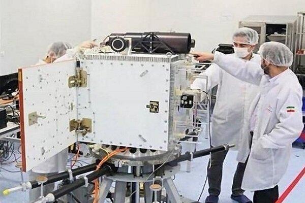 آذری جهرمی: ماهواره مخابراتی ایران تا 3 سال دیگر در مدار قرار می گیرد